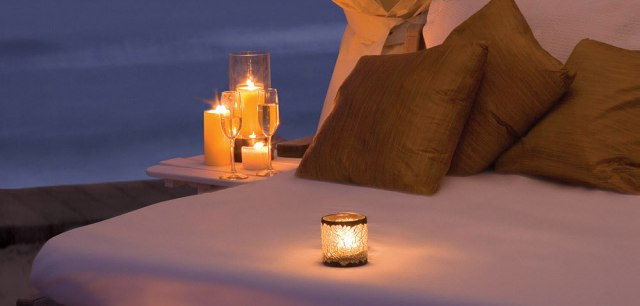 Photo http://imgarcade.com/1/romantic-candlelit-room/
