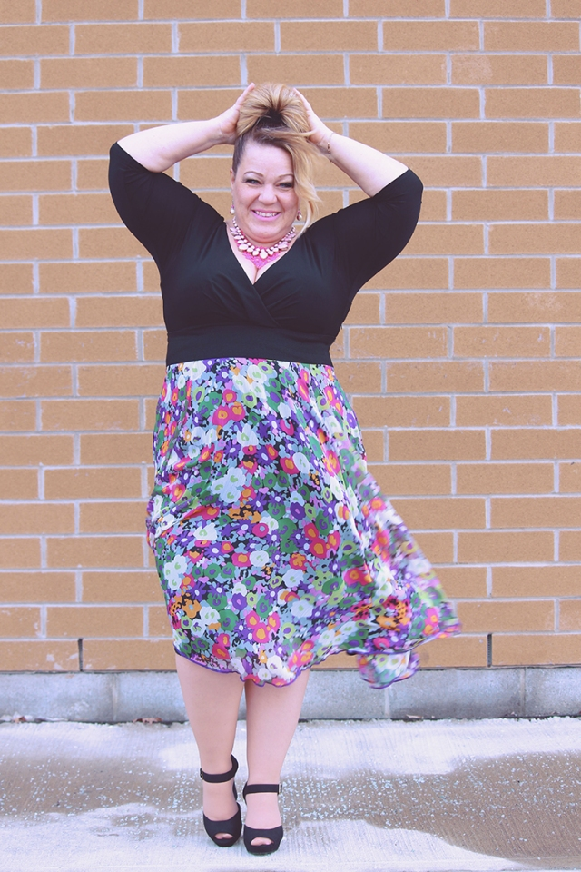 c23520f18b29d This post features the lovely floral Diana V-neck plus size dress by SWAK ( Sealed with a kiss Designs). Since I'm an apple shape (carrying most of my  weight ...